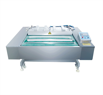 Continuous rolling vacuum packing machine